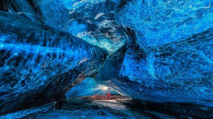 ice-caving-3-guide-to-iceland